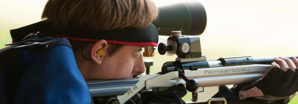 Juniors competitor aims rifle.